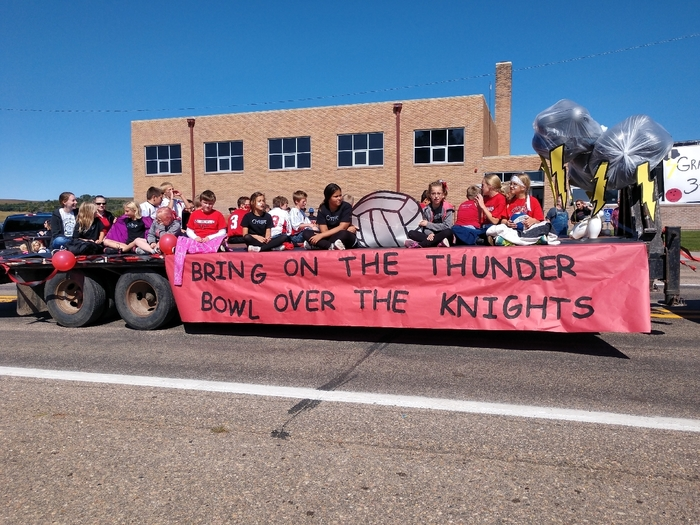 Third through sixth grade homecoming float!
